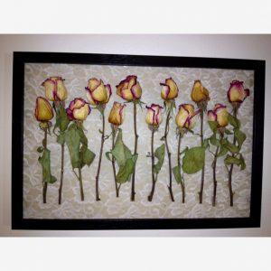 kuru çiçeklerle duvar süsü