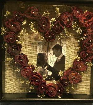 kurutulmuş çiçeklerle tablo