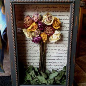 kurutulmuş güllerle tablo