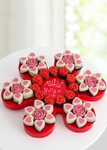 mutlu-yillar-cicek-figurlu-kek-buketi-gr757-1-1
