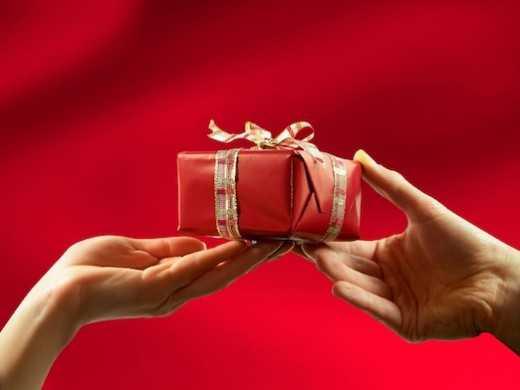 Вручение нескольких подарков