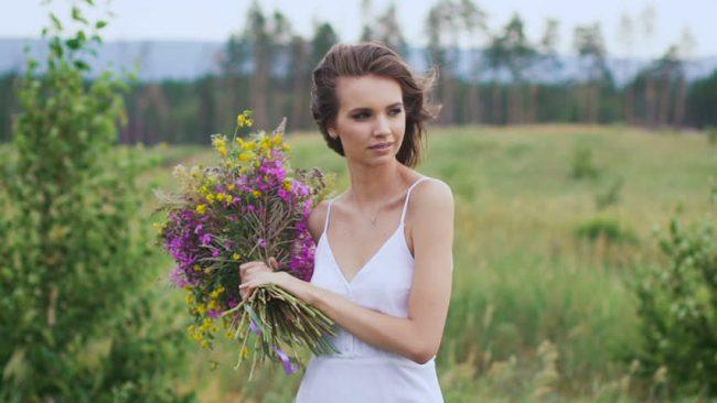 çiçek ve kadın