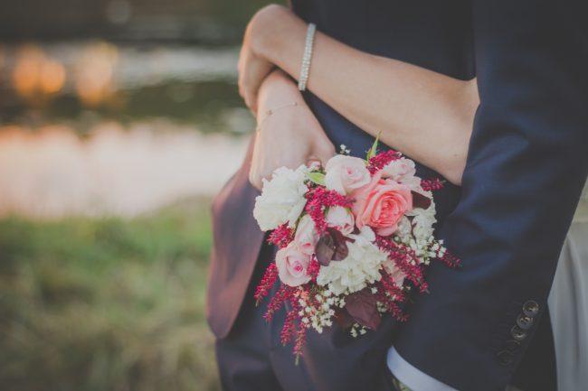 kadınlar ve çiçekler