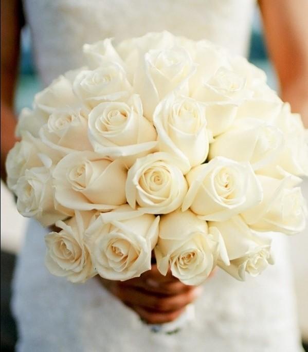 beyaz güllerden gelin buketi