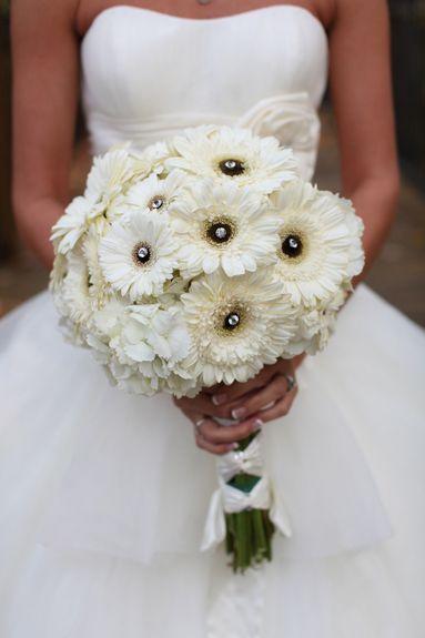 beyaz gerbera düğün çiçeği