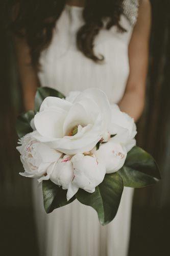 manolya ve şakayık gelin çiçeği