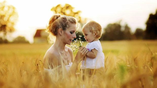 Anne ve minik kızı