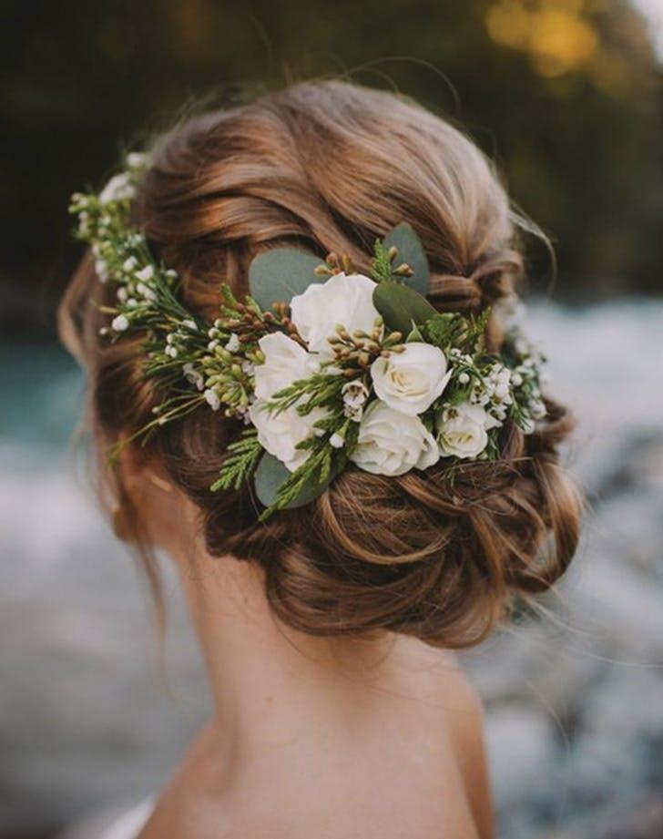 çiçek detaylı gelin saçı