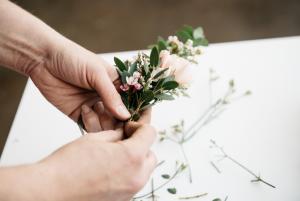 gerçek çiçeklerden taç nasıl yapılır