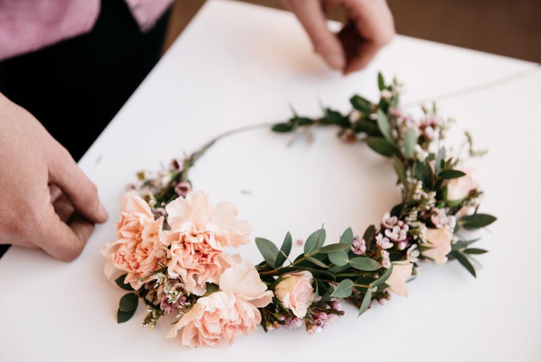 çiçeklerle taç