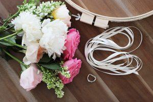Çiçeklerle avize yapımı