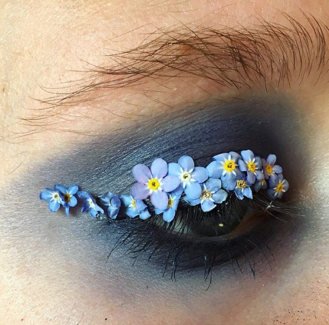 çiçeklerle makyaj