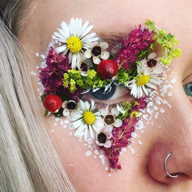 çiçeklerle makyaj yapma sanatı