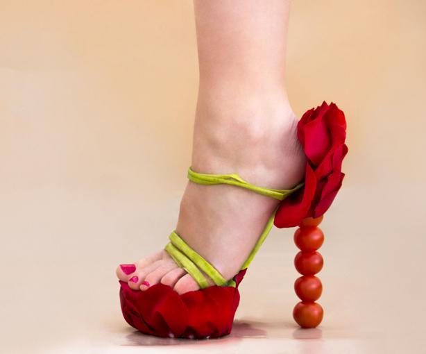 çiçeklerle ayakkabılar