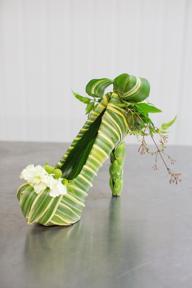 çiçekle ayakkabı
