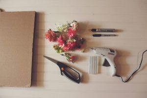 karton üzerine çiçek yapıştırma