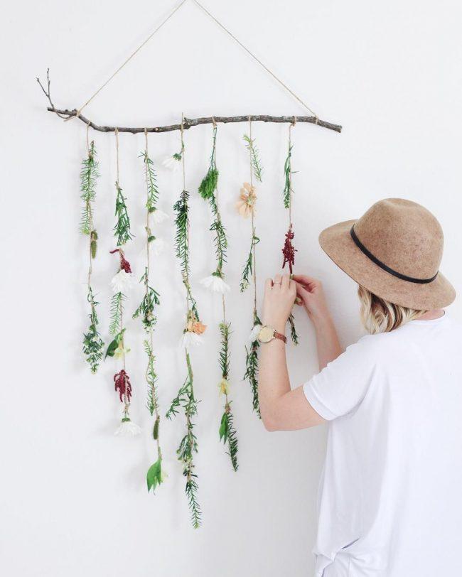 çiçekli süslemeli duvar