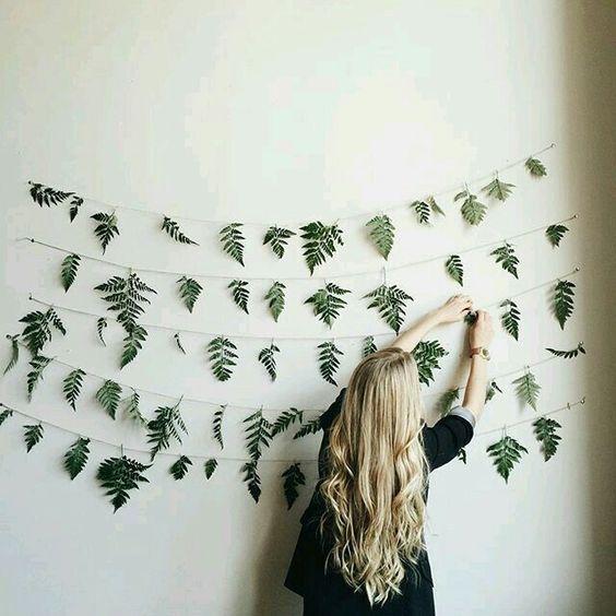 duvarlarda yeşil yapraklar