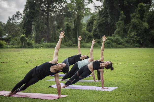yoga yapan kadınlar