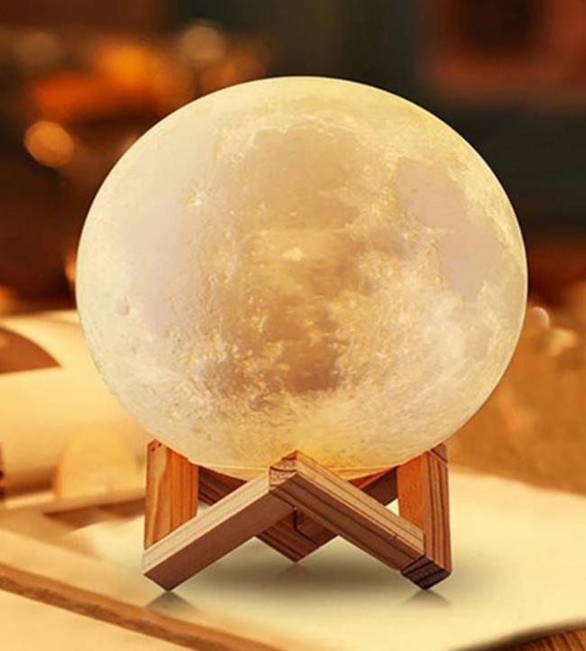 Renk Değiştiren 3D Ay Gece Lambası