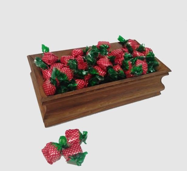 Dekoratif ahşap şekerlik içerisinde bayramlık şeker