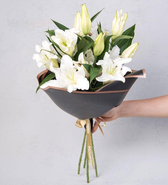 Lilyum çiçek buketi
