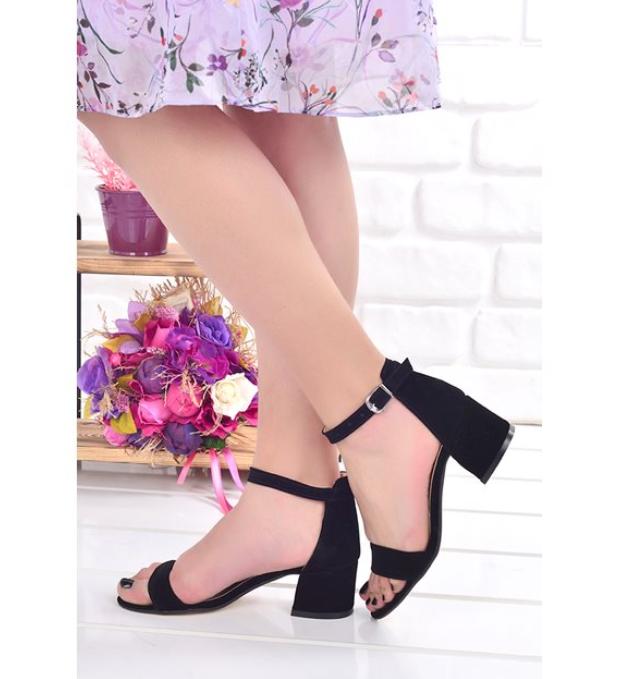 Topuklu sandalet