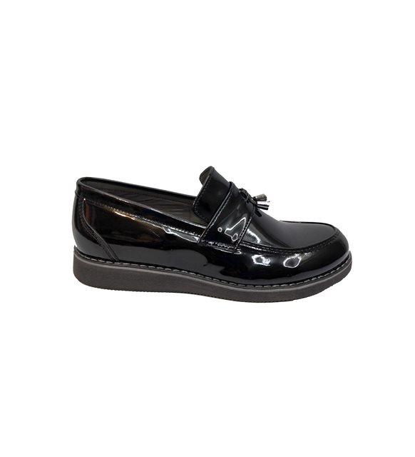 Klasik okul ayakkabısı