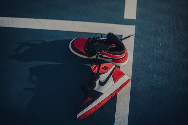 Basketbol ayakkabısı orta taban
