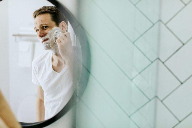 Tıraş olmak.