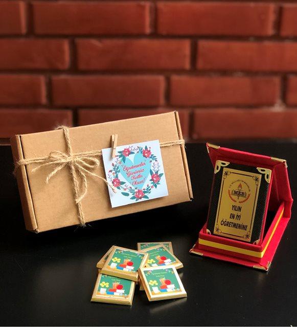 Plaket ve çikolata hediye kutusu