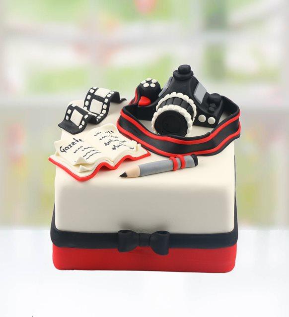 Gazeteciler günü pasta