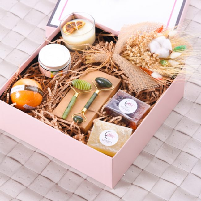 Sevgiliye Kadınlar Günü Hediyesi - bakım hediye kutusu