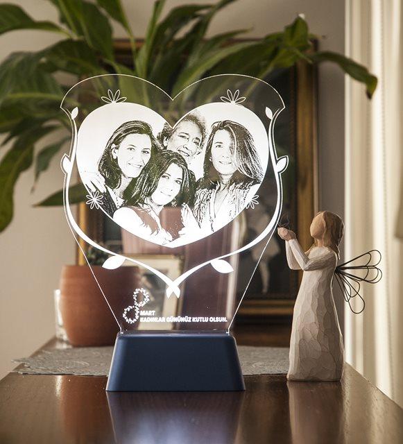 Kadınlar Günü mesajları ve hediyeler-    gece lambası
