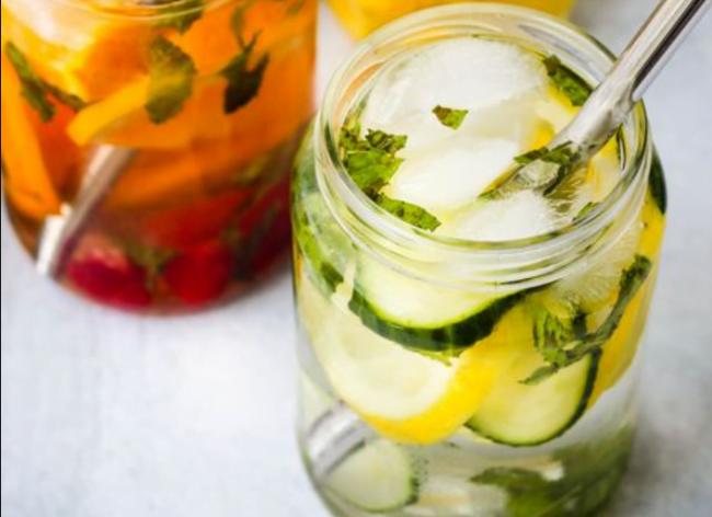 Ananaslı, Naneli ve Limonlu İçecek