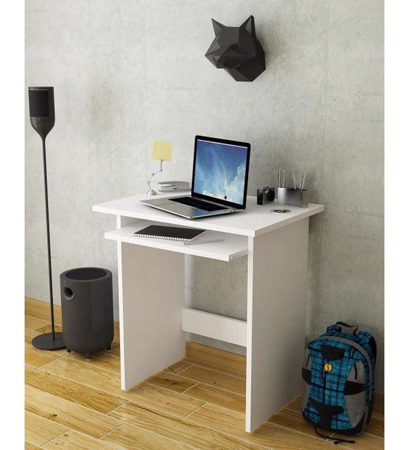 Evde bilgisayar başında çalışanlar için çalışma masası